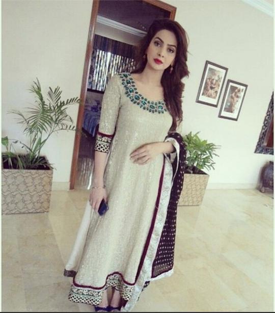 Pakistani Actress Saba Qamar To Step Into Bollywood
