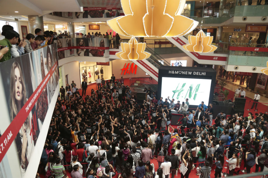 H&M, Ambience Mall VK Opening November 7th, 2015