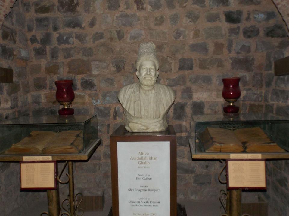 Bust of Mirza Ghalib (Photo Courtesy: Wikimedia Commons)