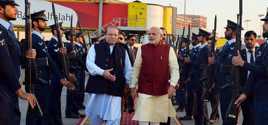 Prime Minister arrives in Lahore for his visit to Pakistan  In Pic: Prime Minister being warmly welcomed by Prime Minister Nawaz Sharif of Pakistan Photo Courtesy: Shiv Raj, Photo Division/Indian Foreign Ministry