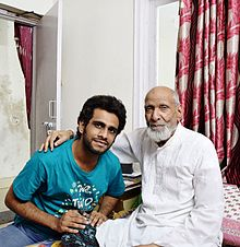Ustad Sabri Khan with his disciple Wajahat Hasan (Photo: Wikipedia)