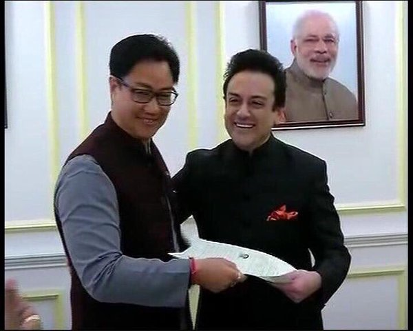 Sami receiving Indian Citizenship Certificate of Naturalisation from Ministry of Home Affairs