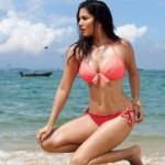 Sunny Leone-sea