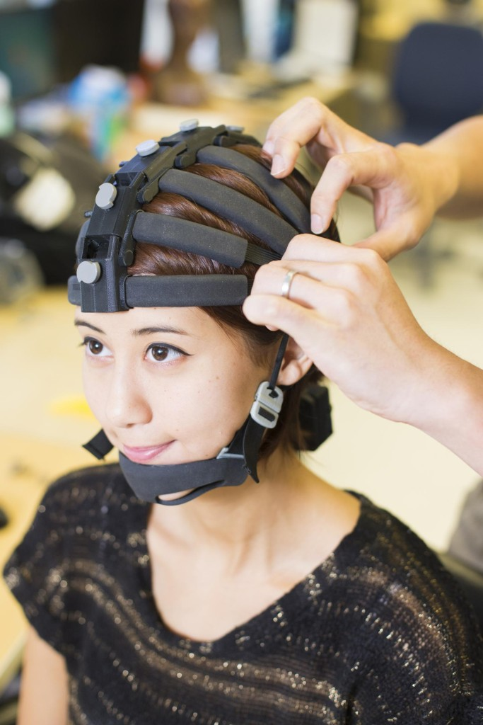 The first portable, 64-channel wearable brain activity monitoring system. (Photo: Jacobs School of Engineering/UC San Diego)