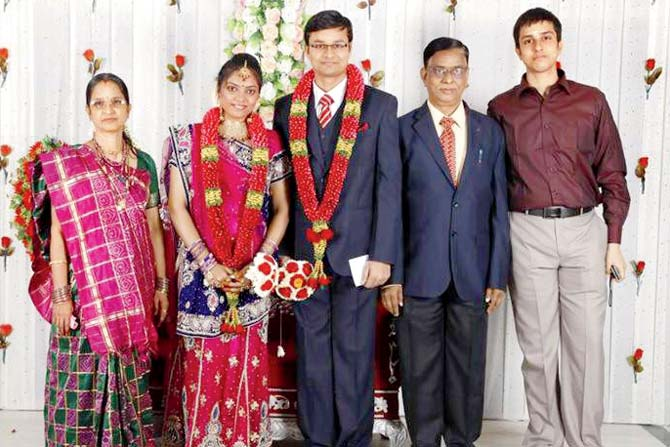 (Left to right) Mother Annapoorni, wife Vaishali, Raghavendran, father Chengalvarnayan and brother Chandrasekar (Photo courtesy: Mid-Day.com)