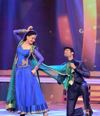 Madhuri Dixit-Dance-FB-s