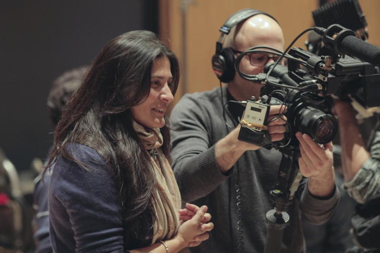 SOL_00007 Directors Sharmeen Obaid-Chinoy and Andy Schocken on the set of their documentary, SONG OF LAHORE, a Broad Green Pictures release. Credit: Nadir Siddiquiin / Broad Green Pictures