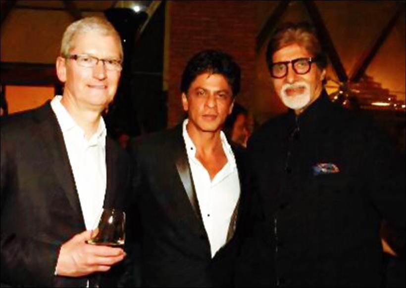 """Shah Rukh Khan shared this picture on Twitter and thanked the Bachchan clan including Big B, Jaya, Aishwarya and Abhishek for making it to the party. He wrote, """"Thk u @SrBachchan @juniorbachchan Aishwarya & Jaya aunty for taking time out. Sarbjit will be awesome I am sure."""" (Source: Twitter) - See more at: http://indianexpress.com/photos/entertainment-gallery/shah-rukh-khan-hosts-party-for-apple-ceo-tim-cook-mannat-aishwarya-rai-amitabh-bachchan-madhuri-dixit-special-guests-see-pics-2808152/2/#sthash.MuYZJt0C.dpuf (Courtesy: Indian Express)"""