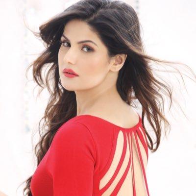 Zareen Khan (Photo: Twitter)