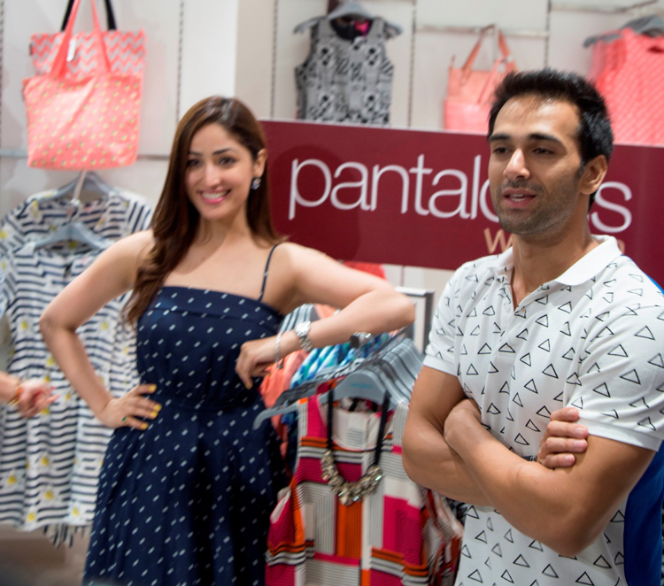 Yami Gautam with Pulkit Samrat at the launch of Pantaloons Noida