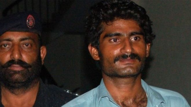 Qandeel Baloch's brother, Waseem (R), reportedly said he drugged and strangled his sister  (Photo courtesy: AFP)