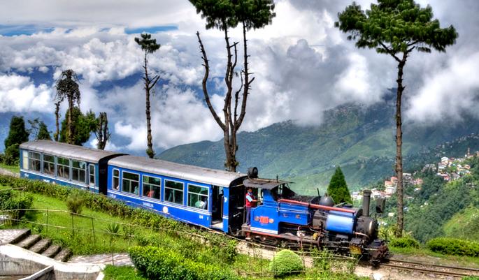 Darjeeling Himalayan Railway (Photo: Esikkimtourism)