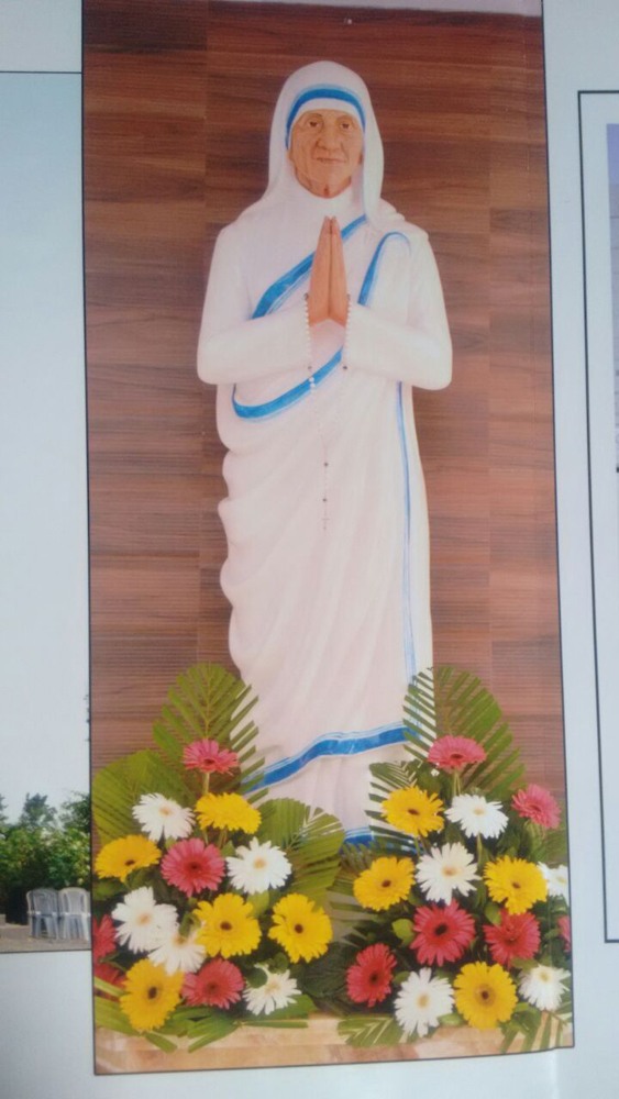 A huge one-tonne, white marble statue of Mother Teresa stands inside the church in Diocese of Vasai which she had visited in April 1986.