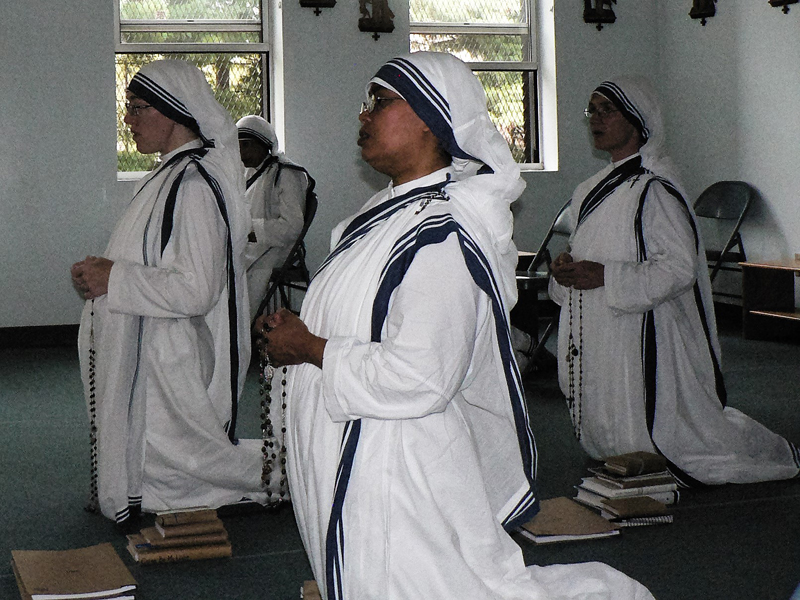 Mother Teresa\'s sisters, who work in the South Bronx convent in the South Bronx area of New York, pray at their chapel. They live an austere life working among the poorest New Yorkers. (Photo credit: IANS)