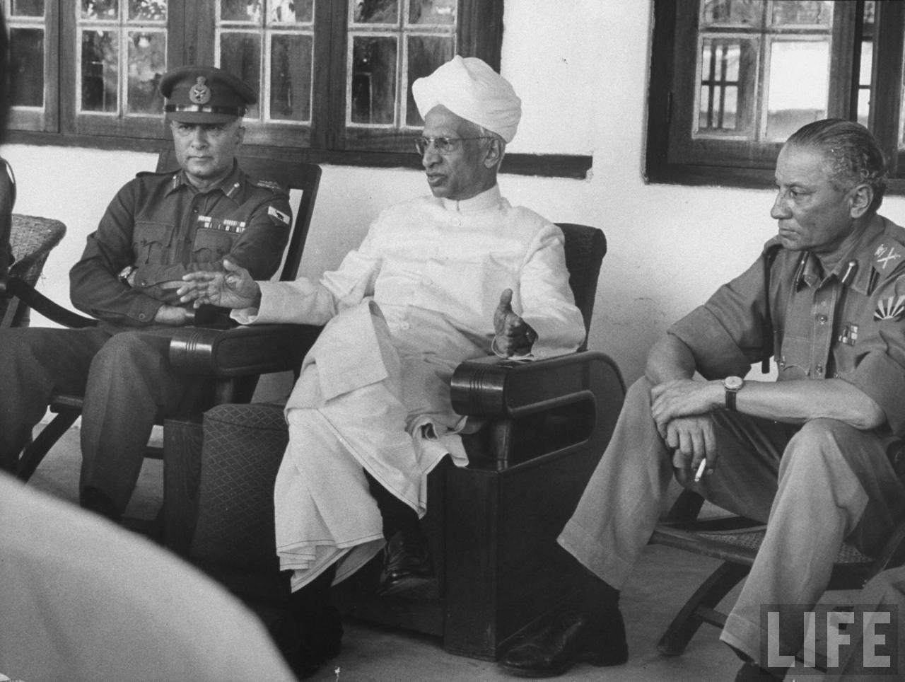 President S. Radhakrishnan meets army officers during the 1962 India-China War