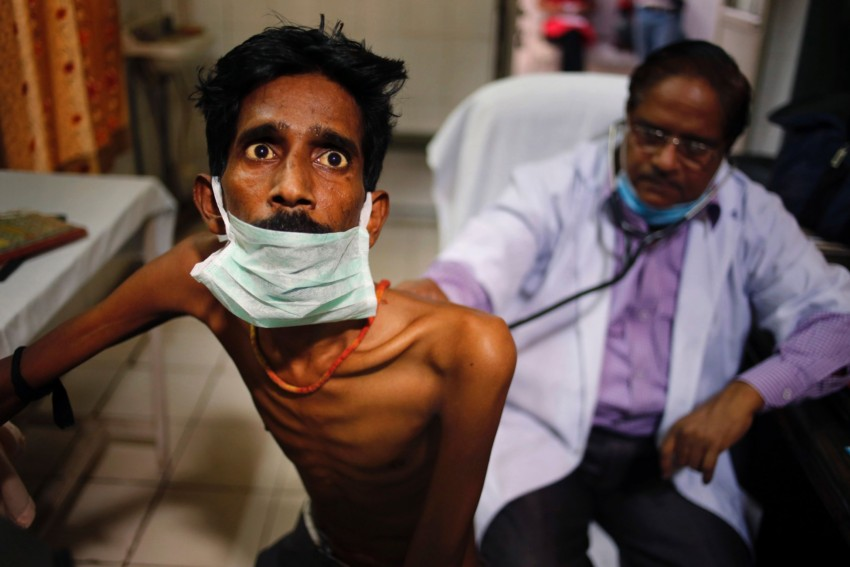 A doctor examines a tubercolosis patient at a hospital in India.(Photo courtesy: Scientific American)
