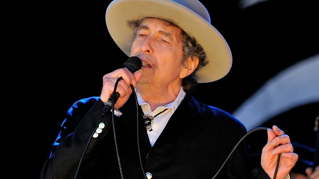 Bob Dylan performing in 2014