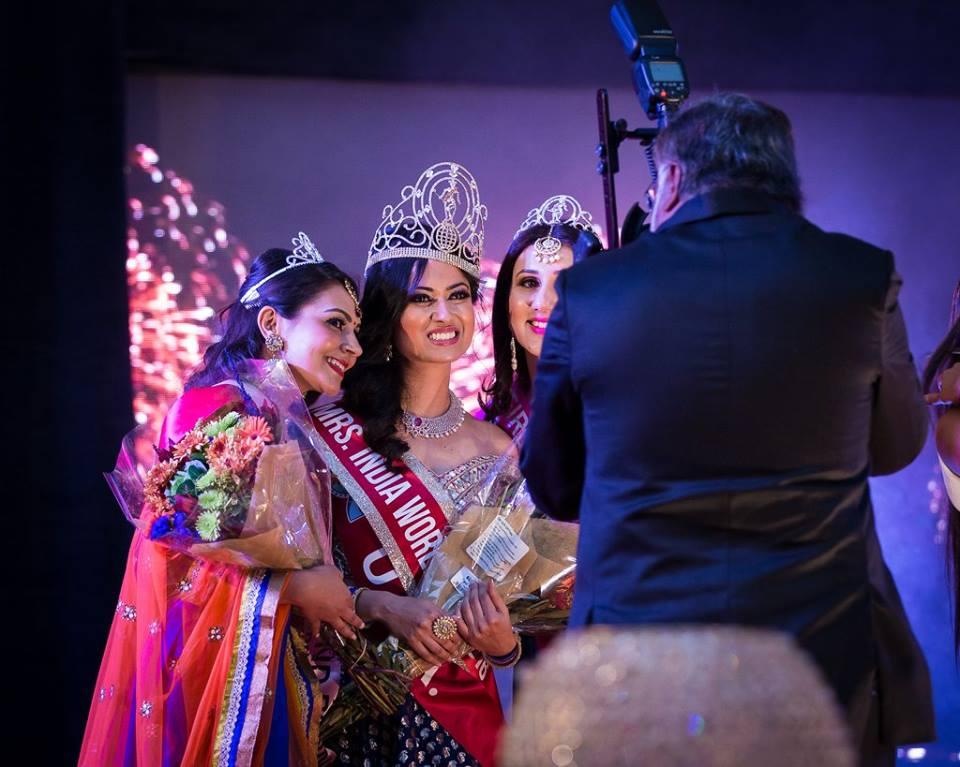 Namita S Dodwadkar (center)