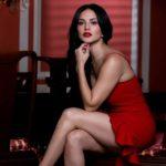 Sunny Leone-facebook-red